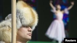 Артисты участвуют в представлении в честь празднования Наурыза. Алматы, 21 марта 2012 года.