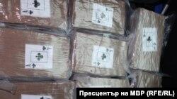Част от намерените пакети с кокаин в багажника на колата на 33-годишния Николай Петров