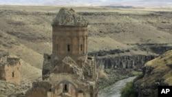 Թուրքիայի սահմանամերձ Կարսի նահանգի տարածքում գտնվող հայկական Անի մայրաքաղաքի Տիգրան Հոնենցի եկեղեցին, արխիվ