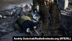 Снайпер бойовиків «убив» манекена в Попасній Луганської області