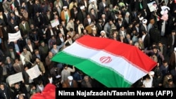 خبرگزاری رویترز شمار راهپیمایان هوادار حکومت در روز شنبه را «هزاران نفر» برآورد کرده است.