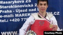 Мурат Тулесинов, казахский беженец, чемпион Чехии по таэквондо. Прага, 21 марта 2009 года.