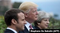 Президент Франции Эммануэль Макрон, президент США Дональд Трамп и премьер-министр Великобритании Тереза Мэй.