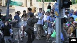 Подозреваемый Ишай Шлиссель бросается с ножом на участников гей-парада, Иерусалим, 30 июля 2015 года.