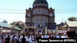 """Крупнейшая дагестанская салафитская мечеть в Махачкале сегодня закрыта для прихожан, в массе своей попавших в """"черные списки"""""""