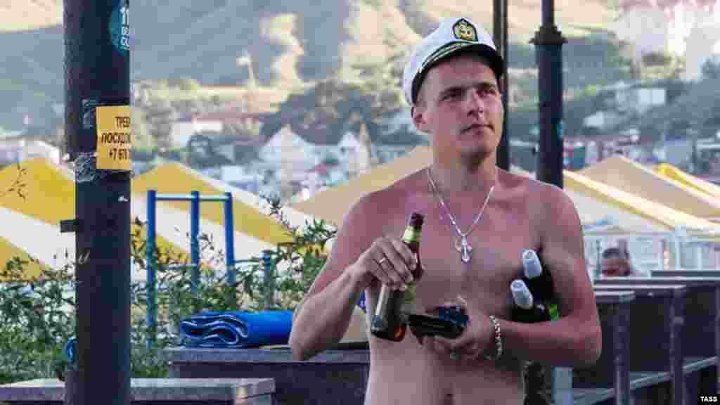 Турист цікаво проводить час у Криму. 13 липня