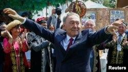 Нурсултан Назарбаев один главенствовал и в экономике, и в политике больше 20 лет, но нет гарантии, что теперь с этим же справятся 107 человек.