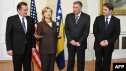 Hillary Clinton împreună cu Haris Silajdzic, Nebojsa Radmanovic și Zeljko Komsic