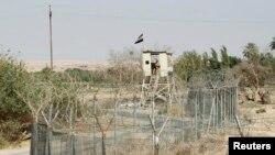 Иракский пограничник на посту на границе Ирака и Сирии.