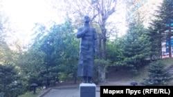 Памятник Мандельштаму во Владивостоке