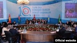 Түркия -- Түрк тилдүү өлкө башчыларынын 10-саммити. Стамбул, 16-сентябрь, 2010.