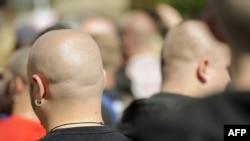 Німеччина - Першотравневий марш послідовників нео-нацистської партії NPD в Берліні