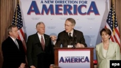 Сарони демократи Конгресси Амрико ҳангоми нишасти хабарӣ.