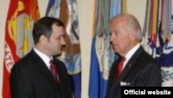 Premierul Vlad Filat primit de vicepreședintele american Joe Biden în ianuarie 2010