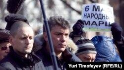 Сергею Удальцову (слева) и его коллегам-оппозиционерам удалось добиться от московской мэрии согласования акции 6 мая.