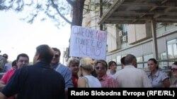 Новинарите протестираа против продолжувањето на притворот на Томислав Кежаровски, јули 2013.