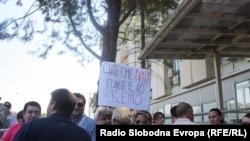 Новинарите протестираа против продолжувањето на притворот на Томислав Кежаровски, 25 јули 2013.