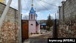 Вход в Ставропигиальный мужской монастырь во имя преподобного Паисия Величковского