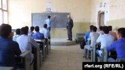 اکثر معلمین از نبود سرپناه و مشکلات اقتصادی شکایت دارند.