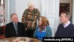 Зьлева направа: Уладзімер Кацора, пляменьніца Люба, Ульяна Захаранка, Васіль Палякоў