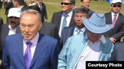 Президент Казахстана Нурсултан Назарбаев и его брат Болат Назарбаев.