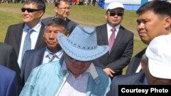В центре - Болат Назарбаев, брат президента Казахстана Нурсултана Назарбаева, идет в свите. Иллюстративное фото.