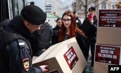Акция в поддержку ЛГБТ-сообщества в Чечне. Май, 2017, Москва