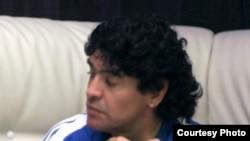 ديه گو مارادونا به تازگی اظهار تمايل کرده بود که به ايران سفر کرده و با محمود احمدی نژاد ديدار کند.