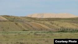 На границе Казахстана и Китая.