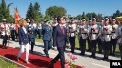 Архивска фотографија- Претседателот и врховен командант на Армијата Стево Пендаровски на Денот на армијата
