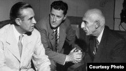 اَورل هریمن، سفیر پیشین آمریکا در مسکو (در سمت چپ) مامور گفتوگو با دکتر مصدق (سمت راست) شد تا اختلاف تهران و لندن بر سر نفت ایران را دوستانه حل کند.
