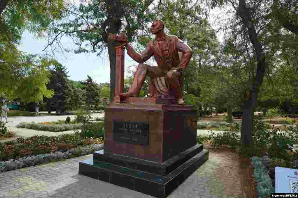 Пам'ятник колишньому градоначальнику Євпаторії Семену Дувану