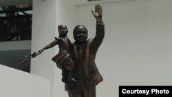 Ислом Каримов ҳайкалининг макети
