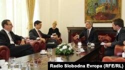 Zamenik-pomoćnika američkog državnog sekretara Brajan Hojt Ji i predsednik Makedonije Đorđe Ivanov na sastanku u Skoplju