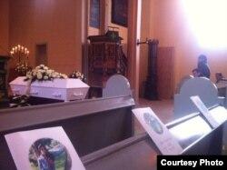 Похороны Гаролин Несарайя (24), беженки из Шри-Ланки, которая после отказа в предоставлении убежища совершила самосожжение вместе со своим маленьким сыном в лагере для беженцев в 180 км от Бергена