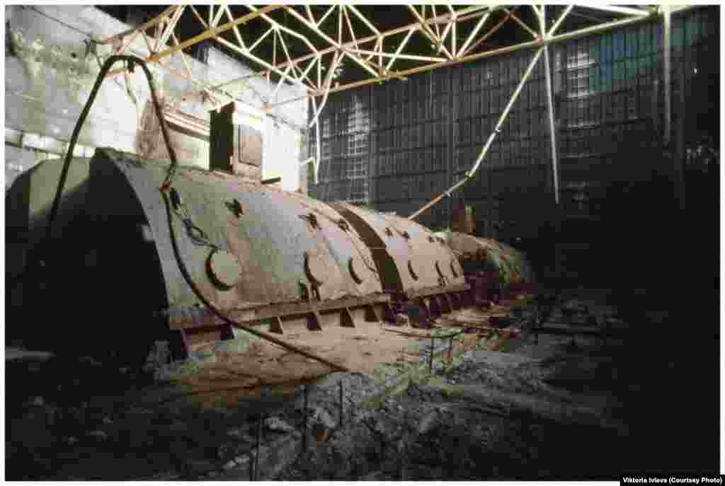 "A destroyed machinery hall. Ivleva says she did not sense any fear while shooting inside the reactor. ""I felt nothing but curiosity."""