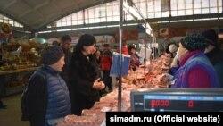 Елена Проценко на рынке в Симферополе