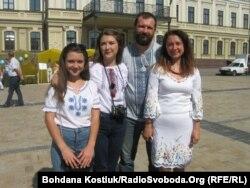 Волонтерська родина: Анастасія, Тетяна, Володимир та Інна Ткачови