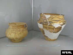 Експонати музею, знайдені під час археологічної експедиції у Черкаській області (трипільська культура)