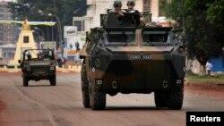 Французский патруль на улицах Банги, 6 декабря 2013 г.