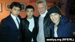 Съемочная группа фильма о Кайрате Рыскулбекове. Режиссер Атлан Булыбай - справа. Алматы, 13 декабря 2013 года.