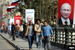 Банери з президентом Росії Володимиром Путіним у Каїрі. Єгипет, лютий 2015 року