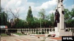 Солдаты Русской освободительной армии генерала Власова, погибшие вовремя Пражского восстания, похоронены на Ольшанском кладбище в Праге