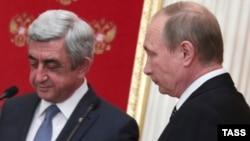 Серж Саргсян (слева) и Владимир Путин, Москва, 10 авгучста 2016 г.