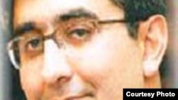 علی فرحبخش، روزنامه نگار ایرانی که به سه سال زندان محکوم شده است.
