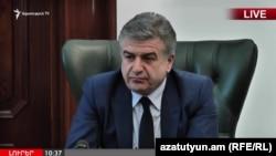 Исполняющий обязанности премьер-министра Армении Карен Карапетян на пресс-конференции, Ереван, 25 апреля 2018 г.