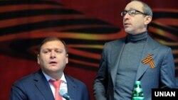 Мэр Харкава Генадзь Кернэс (справа) і народны дэпутат ад Апазыцыйнага блёку Міхаіл Добкін
