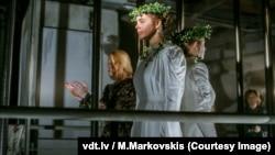 """Спектакль """"Дочери леса"""" в Валмиерском драматическом театре"""