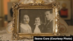 Ileana Čura sa roditeljima, 1940. godine