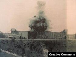 Так взорвали памятник Сталину в Праге в 1962 году, перед этим тщательно закрыв его строительными лесами